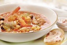Σούπα ψαριών που εξυπηρετείται σε ένα πιάτο Στοκ εικόνα με δικαίωμα ελεύθερης χρήσης
