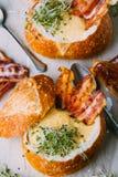 σούπα ψωμιού κύπελλων Στοκ φωτογραφία με δικαίωμα ελεύθερης χρήσης