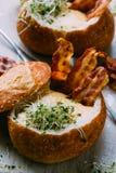 σούπα ψωμιού κύπελλων Στοκ φωτογραφίες με δικαίωμα ελεύθερης χρήσης