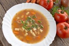 Σούπα Minestrone στο πιάτο Στοκ Φωτογραφία