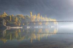 Σούρουπο και γέφυρα στοκ εικόνες