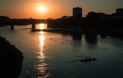 Σούρουπο με τα rowers Στοκ Φωτογραφίες