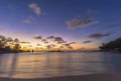 Σούρουπο στη λεπτοκαμωμένη παραλία Anse, Σεϋχέλλες Στοκ εικόνα με δικαίωμα ελεύθερης χρήσης