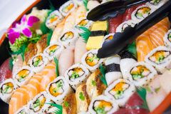 Σούσια και sashimi σε μια δυτική εξυπηρέτηση ύφους Στοκ Εικόνες