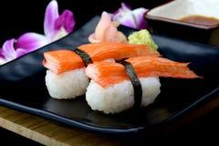 Σούσια ραβδιών καβουριών ή ιαπωνικά σούσια της Kani Στοκ φωτογραφίες με δικαίωμα ελεύθερης χρήσης