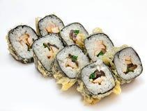 Σούσια, ρόλος, ιαπωνικά σούσια θαλασσινών, ρόλος σε ένα άσπρο υπόβαθρο Στοκ Εικόνες