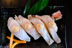 Σούσια σολομών με το αυγό ψαριών σάλτσας Στοκ Φωτογραφία