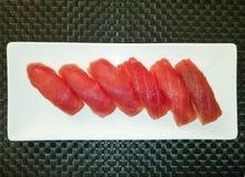 Σούσια Nigiri με τον τόνο, ιαπωνικά τρόφιμα Στοκ Εικόνες