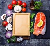 Σολομός, μανιτάρια, ντομάτες και μαϊντανός Στοκ εικόνες με δικαίωμα ελεύθερης χρήσης