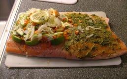 Σολομός που γεμίζουν με τα λαχανικά Στοκ Εικόνα