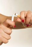 σπάζοντας γυναίκα χεριών &tau Στοκ φωτογραφία με δικαίωμα ελεύθερης χρήσης