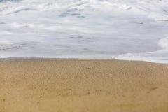 σπάζοντας κύματα ακτών Στοκ Φωτογραφίες