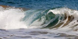 Σπάζοντας κύματα Στοκ Εικόνες