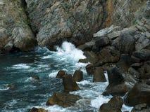Σπάζοντας κύματα Στοκ φωτογραφίες με δικαίωμα ελεύθερης χρήσης