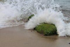 Σπάζοντας κύμα της θάλασσας της Βαλτικής, Πολωνία Στοκ φωτογραφία με δικαίωμα ελεύθερης χρήσης