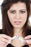 σπάζοντας τσιγάρο δύο γυναίκα Στοκ φωτογραφία με δικαίωμα ελεύθερης χρήσης