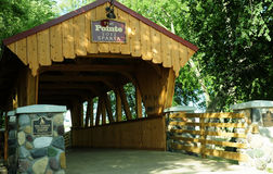Σπάρτη, καλυμμένη το Ουισκόνσιν γέφυρα στοκ φωτογραφία
