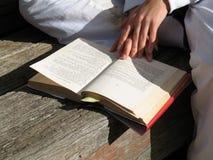 σπάσιμο βιβλίων Στοκ εικόνα με δικαίωμα ελεύθερης χρήσης