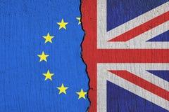 Σπάσιμο σημαιών της Μεγάλης Βρετανίας εκτός από τη σημαία της Ευρωπαϊκής Ένωσης - έννοια Brexit ελεύθερη απεικόνιση δικαιώματος