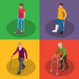 Σπάσιμο του ποδιού ή του τραυματισμού ποδιών Νεολαίες και ηλικιωμένος άνθρωπος σε ένα gyse με τα δεκανίκια, μια αναπηρική καρέκλα ελεύθερη απεικόνιση δικαιώματος