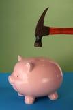σπάσιμο τραπεζών piggy στοκ εικόνες