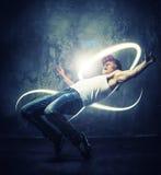 Σπάσιμο-χορευτής νεαρών άνδρων στοκ φωτογραφία