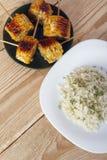 Σπάδικες καλαμποκιού που μαγειρεύονται σε μια σχάρα Στοκ φωτογραφία με δικαίωμα ελεύθερης χρήσης