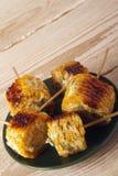 Σπάδικες καλαμποκιού που μαγειρεύονται σε μια σχάρα Στοκ Εικόνες