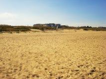 Σπίτια από την ακτή του Ατλαντικού Ωκεανού, παραλία στοκ εικόνες