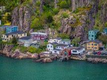 Σπίτια από το λόφο σημάτων στο ST John ` s Στοκ Εικόνες