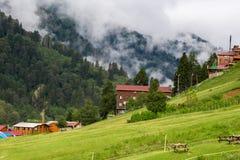 Σπίτια βουνών στο οροπέδιο Ayder Στοκ φωτογραφία με δικαίωμα ελεύθερης χρήσης