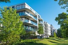 σπίτια διαμερισμάτων σύγχρονα Στοκ εικόνα με δικαίωμα ελεύθερης χρήσης