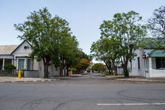 Σπίτια και δέντρα σε graaff-Reinet, ελεύθερο κράτος, Νότια Αφρική Στοκ Φωτογραφία