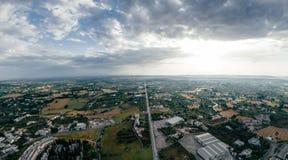 Σπίτια και δρόμοι πόλεων Apulia Putignano στον κηφήνα 360 της Ιταλίας φωτογραφία vr στοκ εικόνα με δικαίωμα ελεύθερης χρήσης