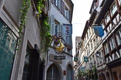 Σπίτια και καταστήματα στην παλαιά πόλης περιοχή Στρασβούργο στοκ εικόνες
