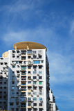 Σπίτια και μπλε ουρανός Στοκ φωτογραφία με δικαίωμα ελεύθερης χρήσης