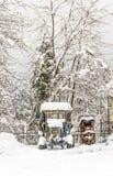 Σπίτια και οδοί που καλύπτονται στο χιόνι από τις βαριές χιονοπτώσεις στα Τρίκαλα Ελλάδα Στοκ Φωτογραφία