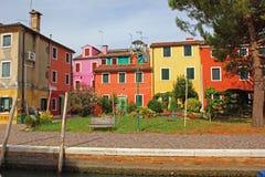 Σπίτια και προαύλιο, Burano, Βενετία, Ιταλία Στοκ Εικόνα