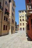 Σπίτια και τετράγωνα στο νησί Αγίου Elena στη Βενετία Ιταλία Στοκ φωτογραφία με δικαίωμα ελεύθερης χρήσης