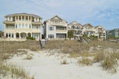 Σπίτια κατά μήκος της ακτής, επικεφαλής νησί Hilton, νότια Καρολίνα Στοκ εικόνες με δικαίωμα ελεύθερης χρήσης