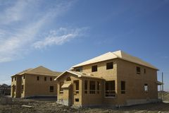 σπίτια κατασκευής κάτω στοκ εικόνα