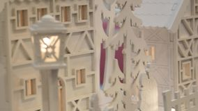 Σπίτια λίγων Χριστουγέννων παιχνιδιών με τις εκλεκτής ποιότητας θέσεις λαμπτήρων απόθεμα βίντεο