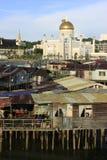 Σπίτια ξυλοποδάρων Kampong Ayer και σουλτάνος Omar Ali S Στοκ Φωτογραφία