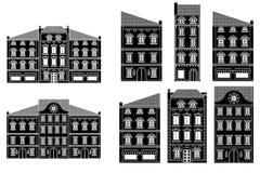 σπίτια Παλαιά ευρωπαϊκή οδός πόλεων με τα κτήρια μαύρο σχέδιο Στοκ Φωτογραφία