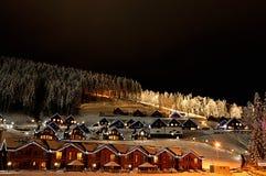 Σπίτια που διακοσμούνται και αναμμένα για τα Χριστούγεννα στοκ φωτογραφία