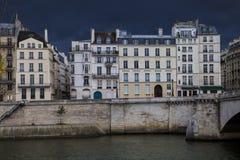Σπίτια πόλεων στο Παρίσι Στοκ φωτογραφία με δικαίωμα ελεύθερης χρήσης