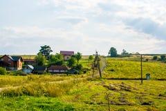 Σπίτια σε ένα λιβάδι της Ουκρανίας Στοκ εικόνες με δικαίωμα ελεύθερης χρήσης
