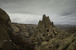 Σπίτια σπηλιών με τα σκαλοπάτια φιαγμένα από βράχο φυσικά σε Cappadocia Urgup Τουρκία στοκ φωτογραφίες με δικαίωμα ελεύθερης χρήσης