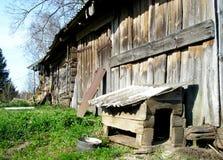 4 σπίτια σπιτιών οικογενειακών φίλων σκυλιών καλωδίων που νοικιάζονται έτη Στοκ εικόνα με δικαίωμα ελεύθερης χρήσης