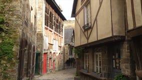 Σπίτια στην οδό Dinan απόθεμα βίντεο
